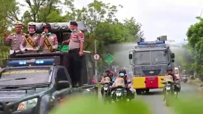 """Mobil Water Canon Polres Solok Kota """"Sikat"""" Virus Corona di Kota Solok"""