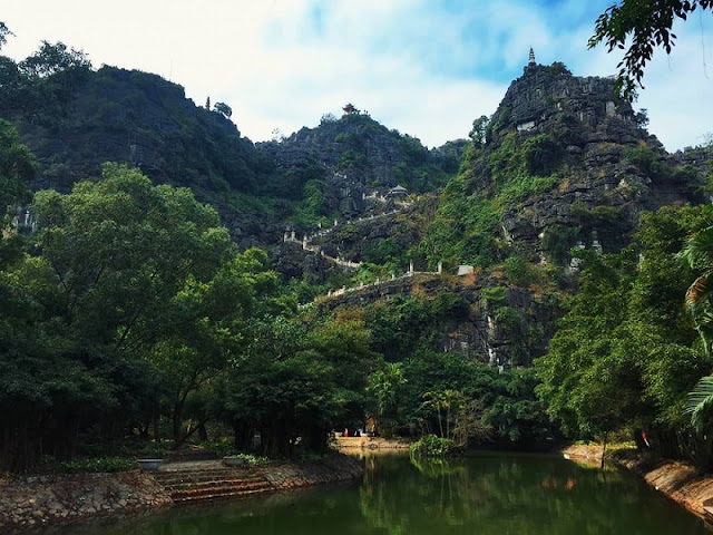 Not Trang An - Bai Dinh, this is the most worthy place Ninh Binh in the Spring