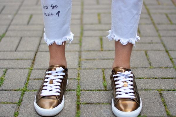 Schuhe im metallic look