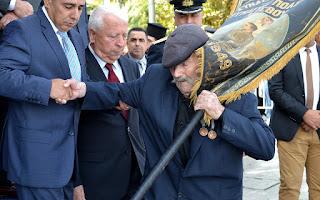 Ο 97χρονος ήρωας της Λέσβου Αντώνης Αλεξανδρής, μόνος στην παρέλαση της 28η Οκτωβρίου