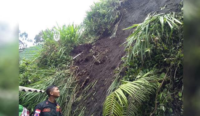 Rumah di Desa Ranupani diterjang longsor