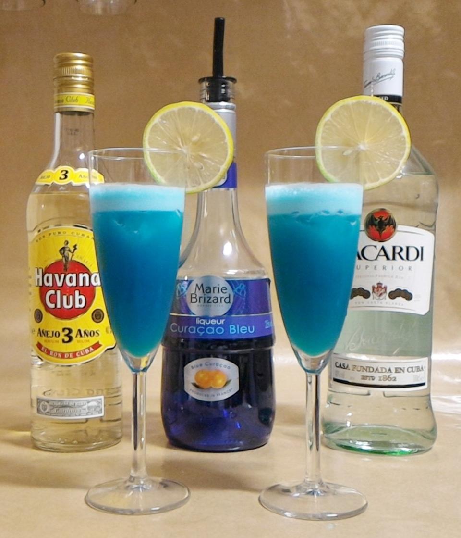 捲毛的家庭酒吧: 【調酒】藍色夏威夷(Blue Hawaii)─讓你悠遊在夏威夷的海洋裡。