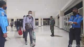 Pakai Pesawat Carter, Gelombang Pertama TKA China Tiba di Bandara Kendari