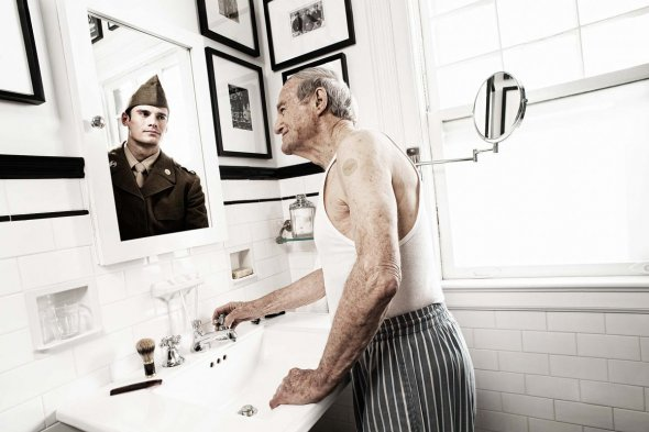 reflection of the elderly photo series soldier