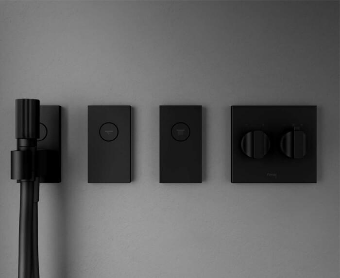 doccetta, tubo Kneipp, getti laterali, bocca a parete e pulsante on/off sistema doccia Switch