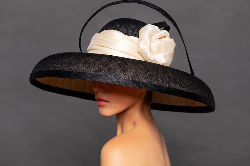 Hennin, los sombreros artesanales que te enamorarán