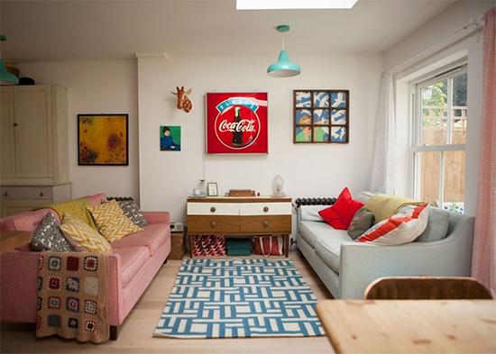 sala com sofas coloridos