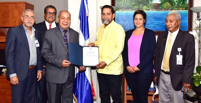 Camboy Estévez gloria de la música popular dominicana reconocido en el consulado de Nueva York