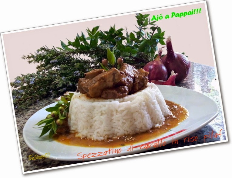 Fotografia del piatto spezzatino di cavallo in riso pilaf