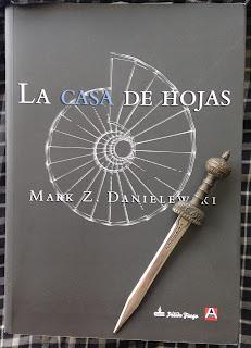 Portada del libro La casa de hojas, de Mark Z. Danielewski