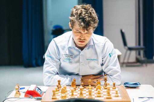 Le champion du monde d'échecs Magnus Carlsen face à Etienne Bacrot - Photo © Anastasia Korolkova
