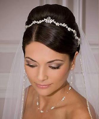 Peinados de novia con tiaraPeinados de novia con tiara