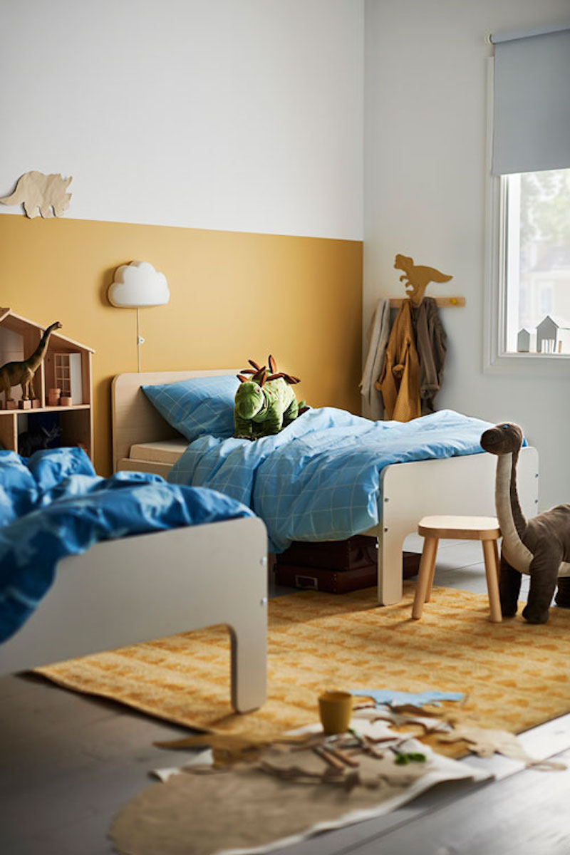 Dormitorio infantil con camas extensibles de IKEA.