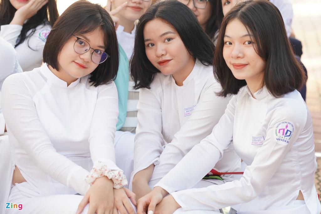Nữ sinh TP.HCM trong tà áo trắng ngày khai trường
