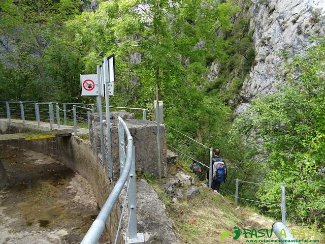 Canal de Reñinuevo: Saliendo de la canal