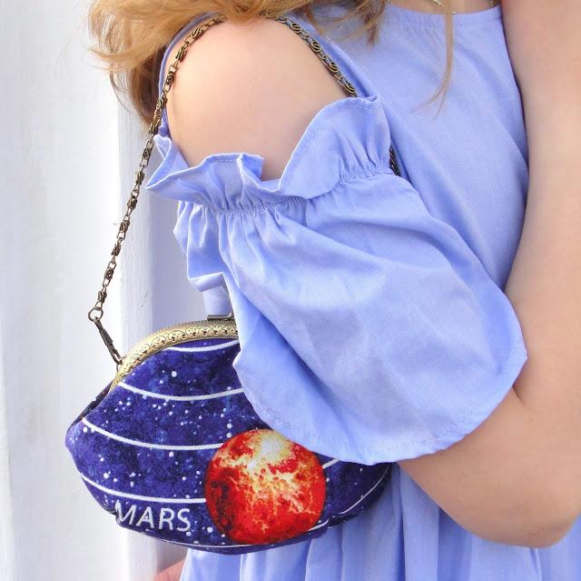 Кошелек косметичка при желании трансформируется в сумочку на цепочке. Подарок девочке, девушке подростку. Ручная работа