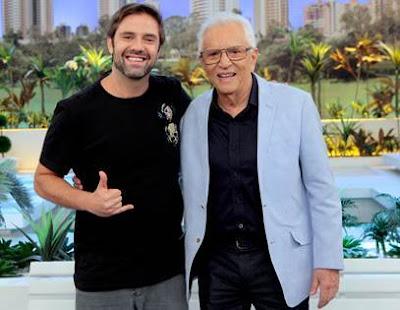 Fábio Rabin e Carlos Alberto (Crédito: Lourival Ribeiro/SBT)