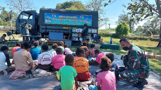 Keceriaan Anak-Anak Perbatasan Saat Disambangi Perpustakaan Keliling