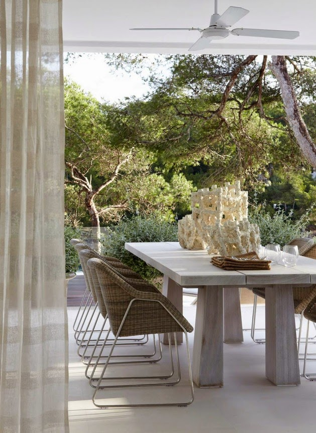 yang akan kita lihat di bawah ini merpakan desain yang mengambil gaya pantai glamor dan se Rancangan Interior Rumah Modern, Mewah dan Sederhana