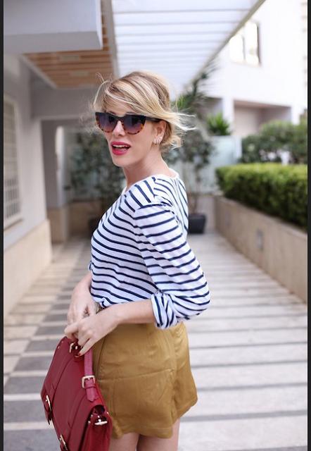 baju atasan wanita dengan motif garis bergaya casual