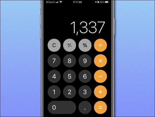 تطبيق iPhone Calculator في اتجاه رأسي ، يعرض الوضع العادي.