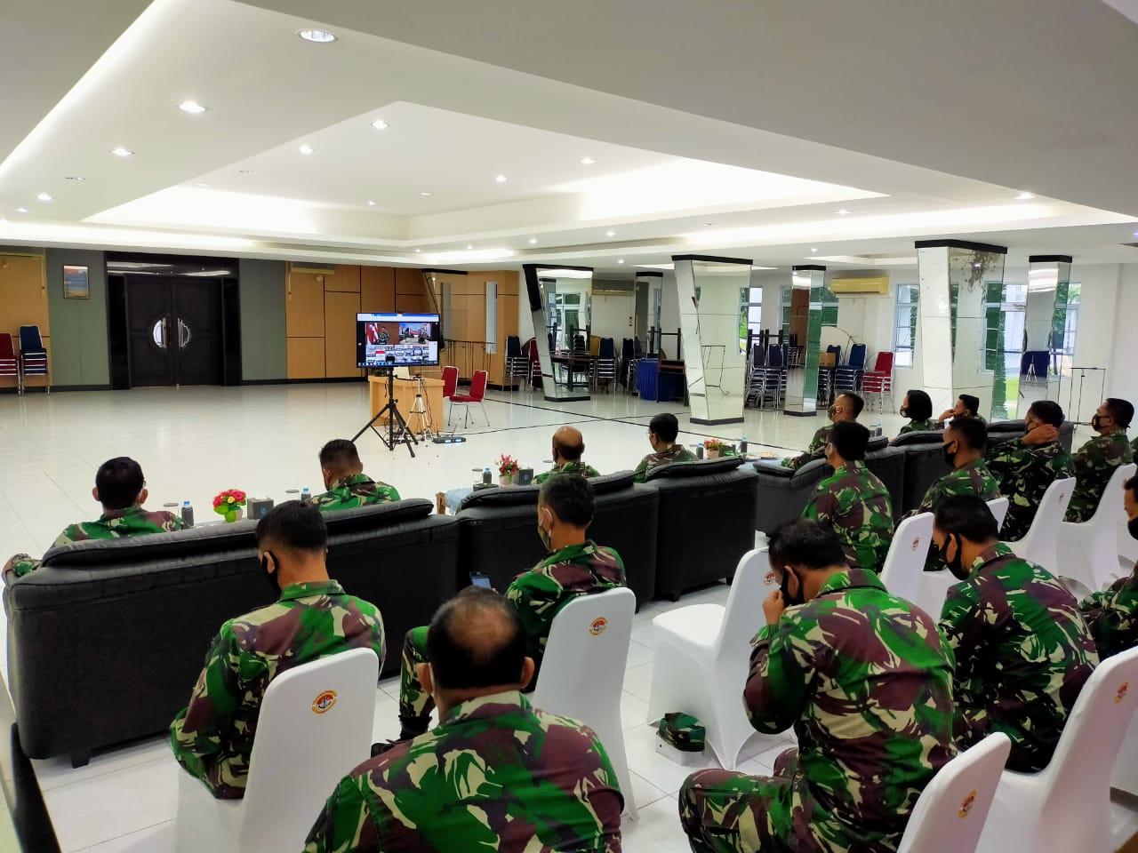 Segenap Perwira TNI AL Tanjungpinang Melalui Vicon Ikuti Acara Internalisasi Penataran Pancasila