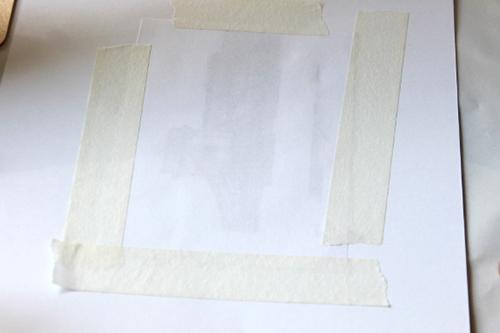 13a9aad309 A felületre helyezett és (maszkoló szalaggal vagy rajzszöggel) rögzített  nyomtatott képet óvatosan itassuk át transzfer oldatba mártott  vattapálcával.