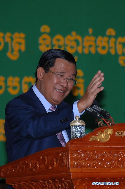 Cambodian Prime Minister Samdech Techo Hun Sen speaks at the Panha Chiet University in Phnom Penh, Cambodia, Sept. 19, 2016. Hun Sen said Monday that the country has no political crisis and called on foreign countries not to interfere in the country's internal affairs. (Xinhua/Sovannara)
