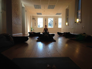 5 Cara Membuat Sudut Tenang Untuk Meditasi di Rumah Dengan Mudah