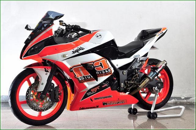 Modipikasi Ala MotoGP Racing start - Contoh Gambar Dan Foto Konsep Desain Modifikasi Kawasaki Ninja 4 Tak 250cc Sporti Ala Moge Keren Banget