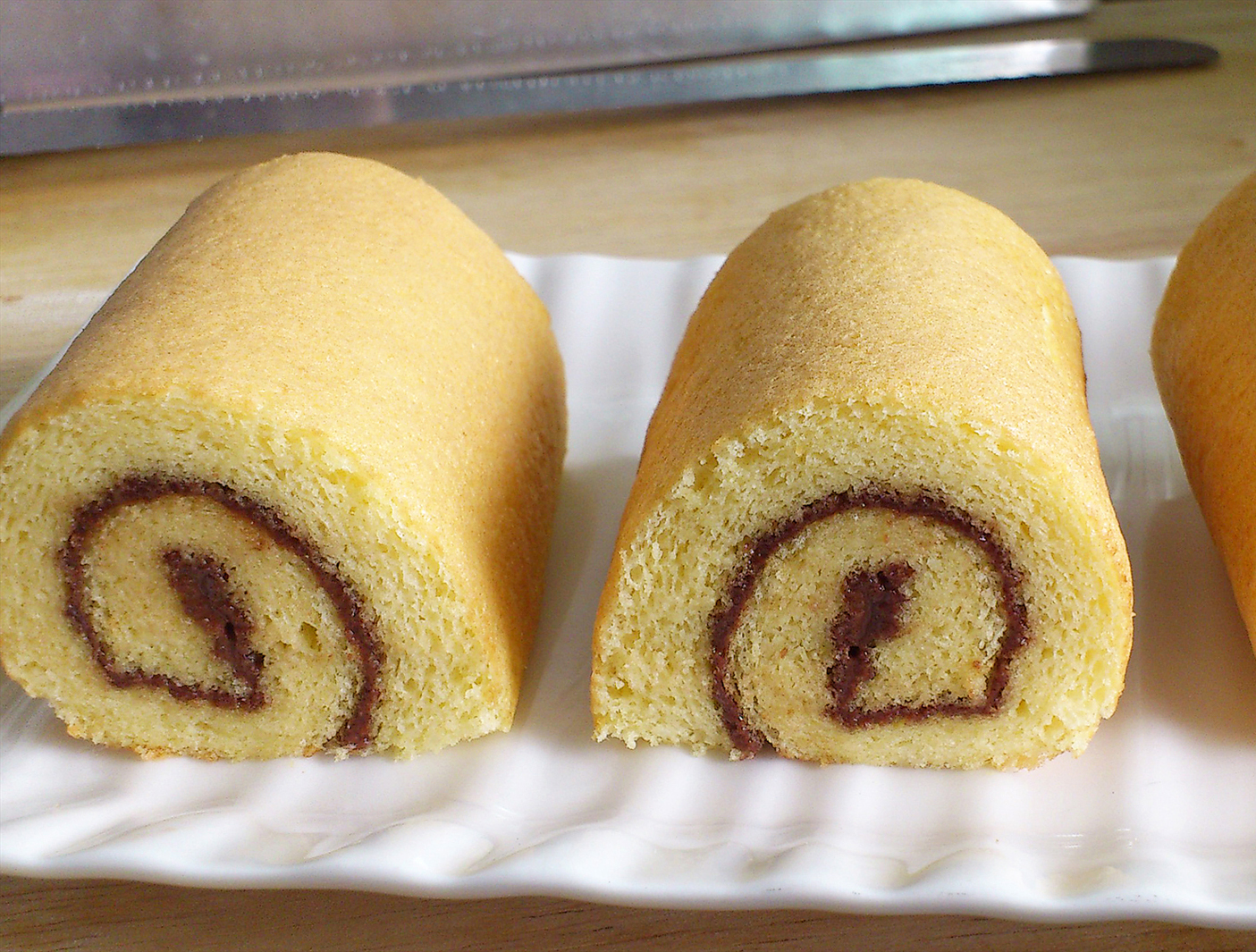 vanilla swiss roll with chocolate filling