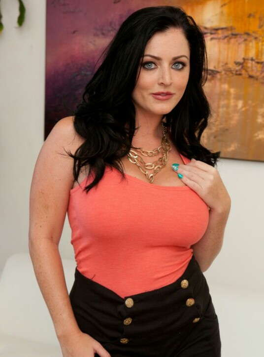 Sophie Dee Wiki, Age, Height, Weight, Measurements, Net Worth, Husband, Net Worth, Ethnicity, Bio