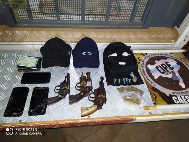 Suspeitos de envolvimento em tentativa de assalto a banco morrem em confronto com a polícia em Caculé