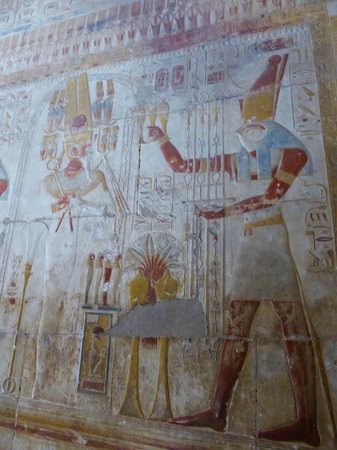 horus nei bassorilievi del tempio di abydos