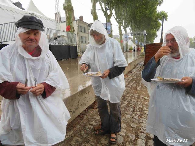 La pluie du dimanches matin ... qui n'arrête pas le pèlerin mais mouille quand même !