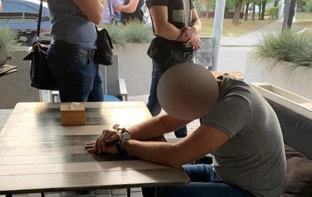 Офіцера поліції затримали при отриманні 50 тисяч гривень хабара