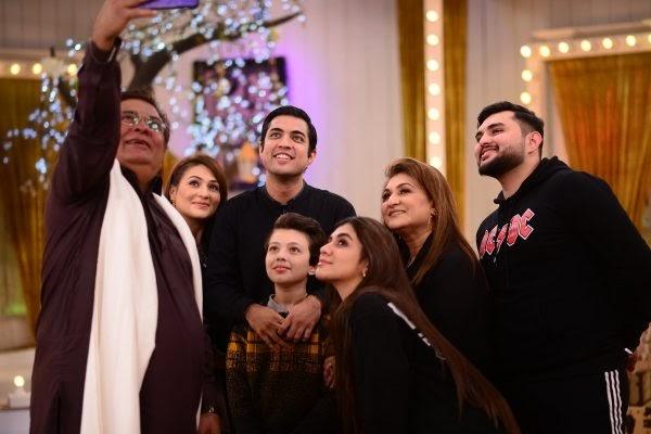 Actor Shabbir Jan with his family