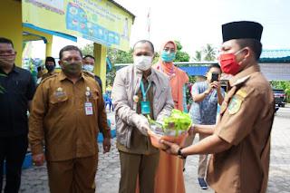 Bupati Batu Bara Salurkan Bantuan Benih Untuk Desa Percontohan