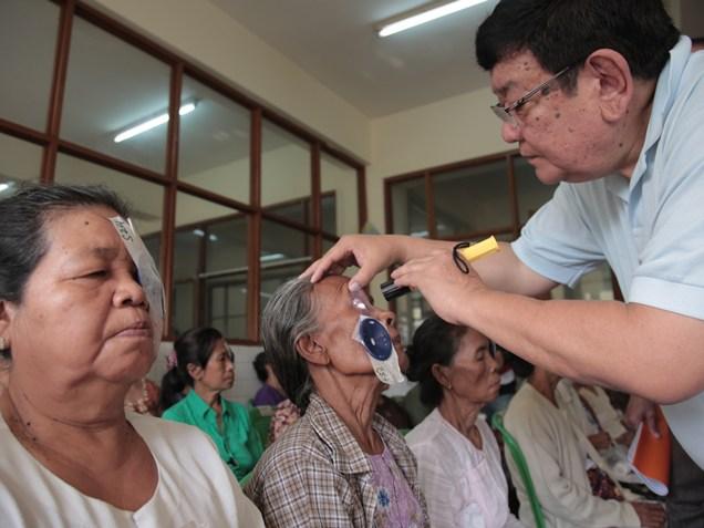 tilganga eye hospital, Dr Sanduk Ruit