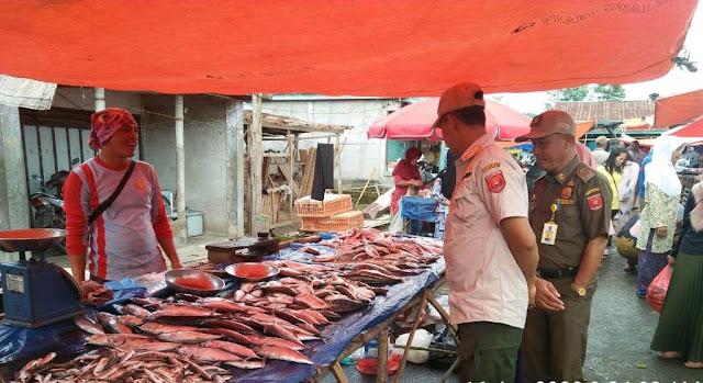Satpol PP – Diskoperindag Tertibkan Pedagang di Pasar Sebelat