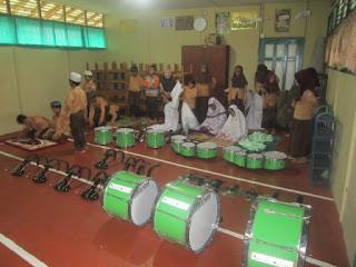 Latihan Perdana Drumband MI Al Raudlah