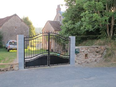 Stone wall, Manoir with gated entrance, Private, Safety with lock gates,