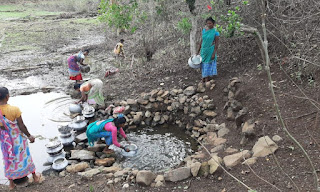 Jharkhand news:- The tribals of Dumka district of Jharkhand are living by drinking the water of the waterfall in the stone.