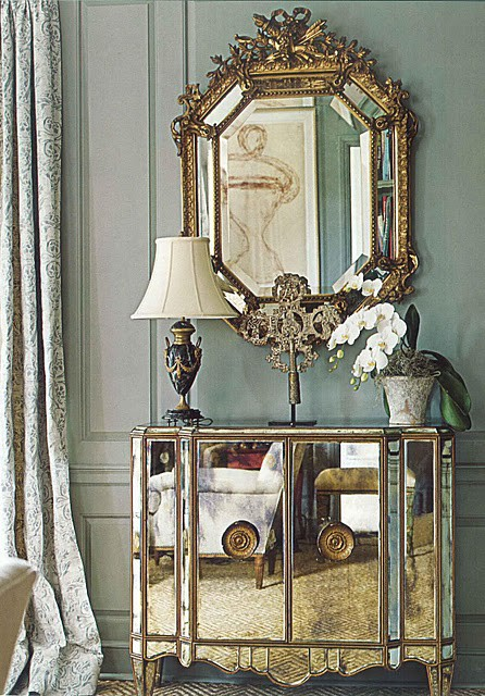 bedroom with mirrored furniture home decor ideas | Eye For Design: Decorating With Mirrored Furniture