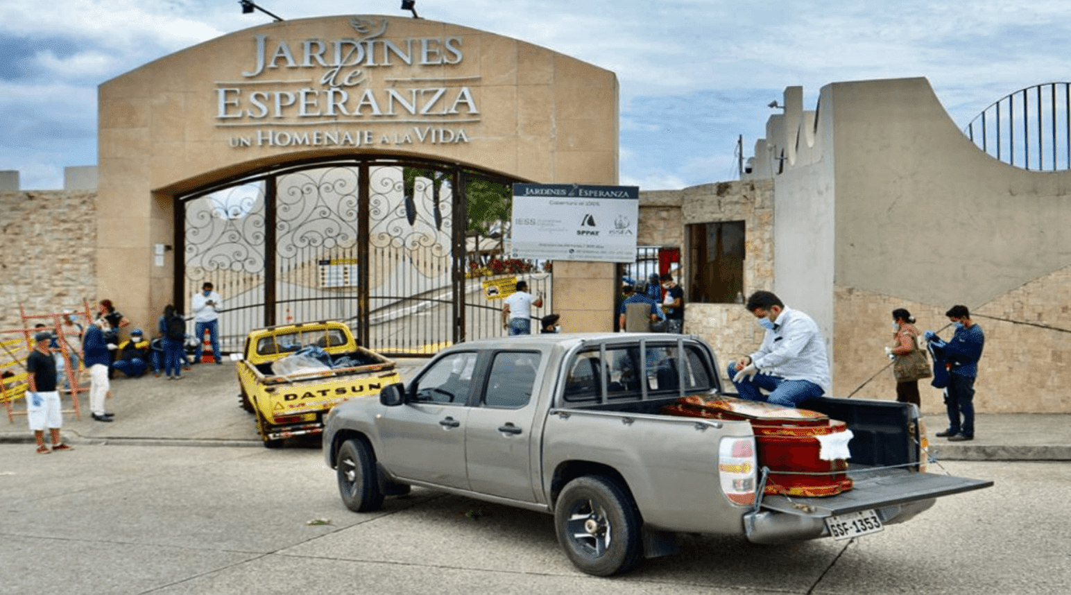 Guayaquil, the city most affected by the coronavirus in Ecuador, tries to respond with cardboard coffins to the high demand for caskets caused by the pandemic, the institution reported on Sunday. The coffins in the port of Guayaquil, the economic engine of Ecuador, are sold for $400, in the case of the cheapest, but in the city the suppliers are in demand.