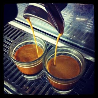 Cómo poner una cafetería con poco dinero