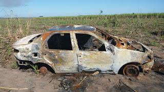 http://vnoticia.com.br/noticia/3865-dois-carros-um-depenado-e-outro-incendiado-sao-abandonados-em-canavial-de-lagoa-doce