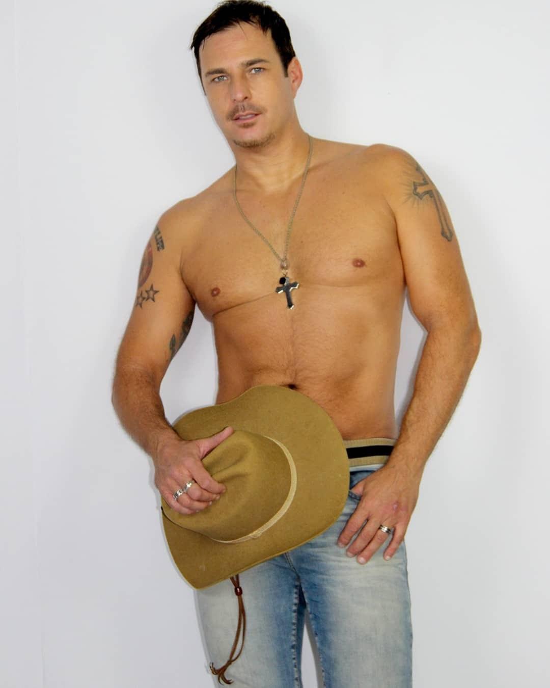 Klaus Hee retoma carreira musical e posa para ensaio de cowboy. Foto: Fernando Alencar/Renato Cipriano - Divulgação
