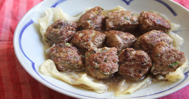 Baby Lion's Head Meatballs With Braised Cabbage Recipe