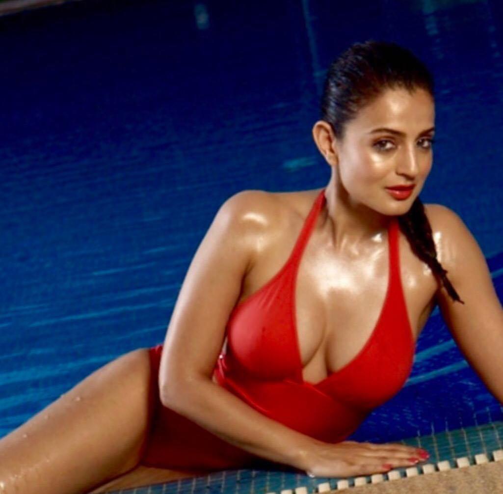 ameesha patel bikini, ameesha patel hot